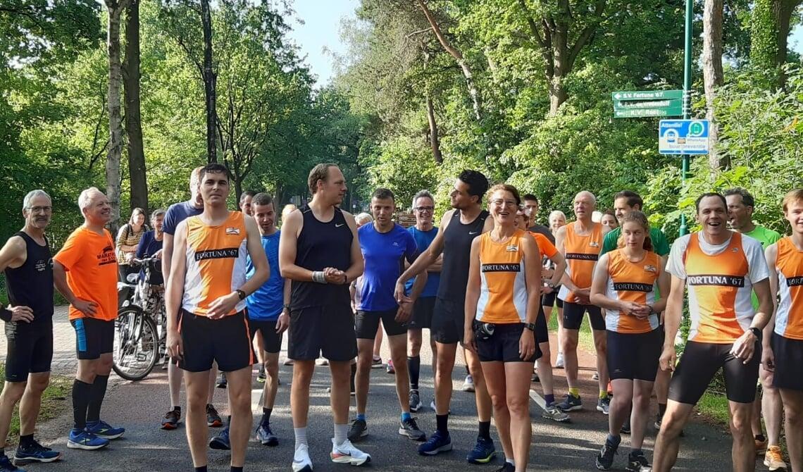 <p>De renners aan de start.</p>