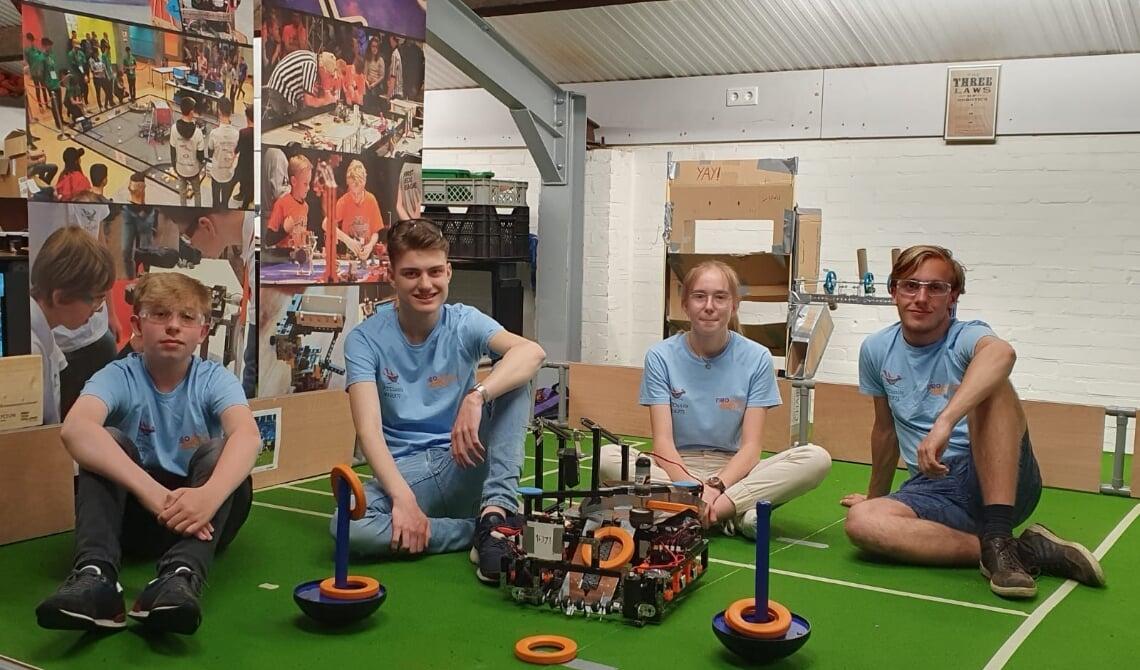 <p>Deze 'Neobots' stonden in een landelijke finale.</p>