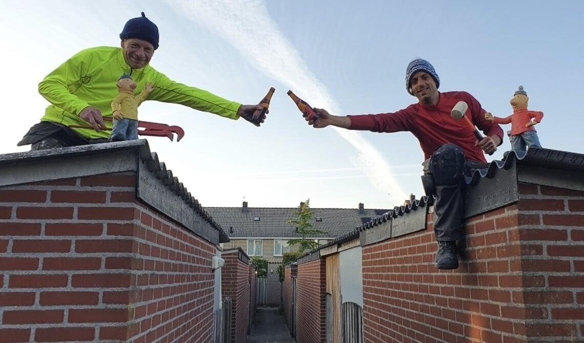 <p>Buurman en Buurman op het dak.</p>
