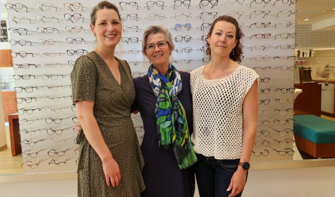 <p>Thea met dochters Jetty (l) en Ellen. Foto&#39;s: Bert Jansen.</p>