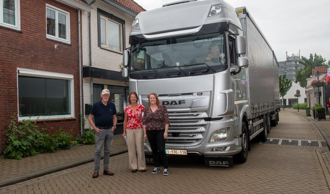 Willem, Hannie en Teuntje voeren actie tegen vrachtverkeer.