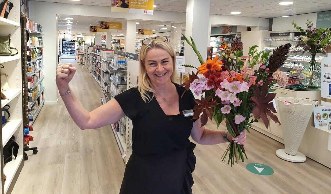 <p>Annemiek viert het met bloemen!</p>