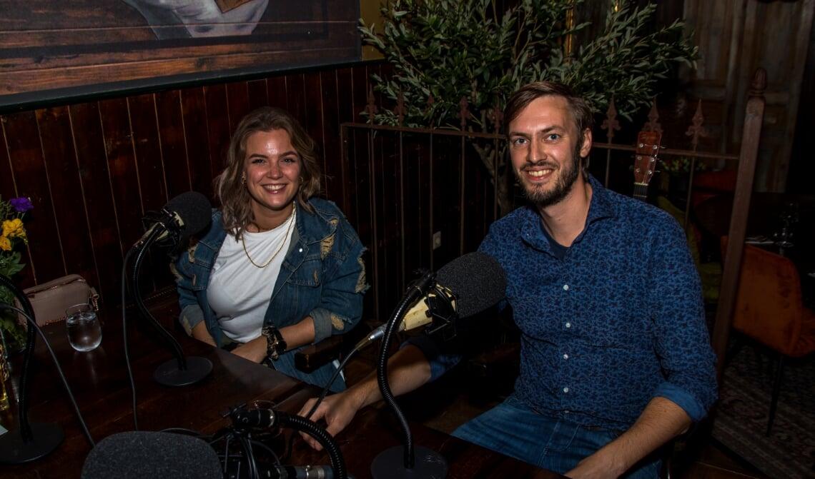 <p>Sophie Francis en Rik Compagne schoven aan in caf&eacute; Ons Thuys</p>