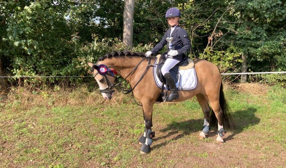 <p>Sanne en haar pony Beauty</p>