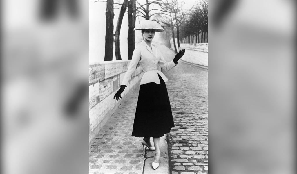 De New Look (1947) van Christian Dior was eigenlijk een conservatieve look.  (beeld afp)