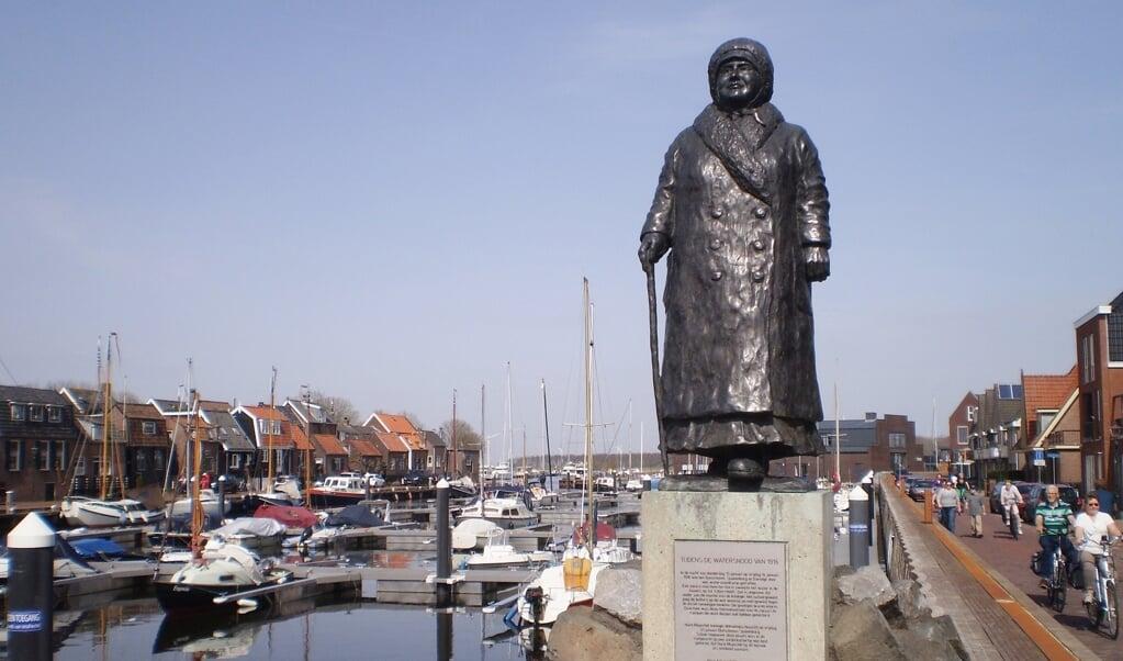 Het beeld in Spakenburg is in 1999 gemaakt door Greet Grottendieck.  (beeld wikimedia)