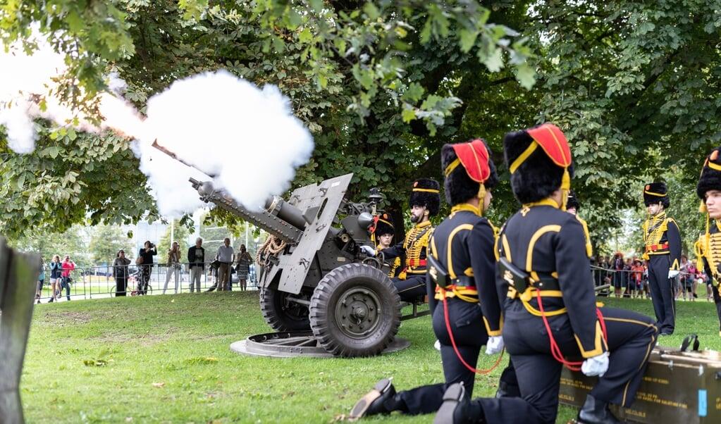 Defensie verzorgd sinds jaar en dag de ceremoniële aankleding rondom Prinsjesdag, zoals hier in 2018.  (beeld SJOERD HILCKMANN)