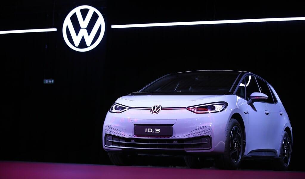 Volkswagen wil wereldmarktleider worden in de e-autoproductie.  ( beeld RONNY HARTMANN / AFP)