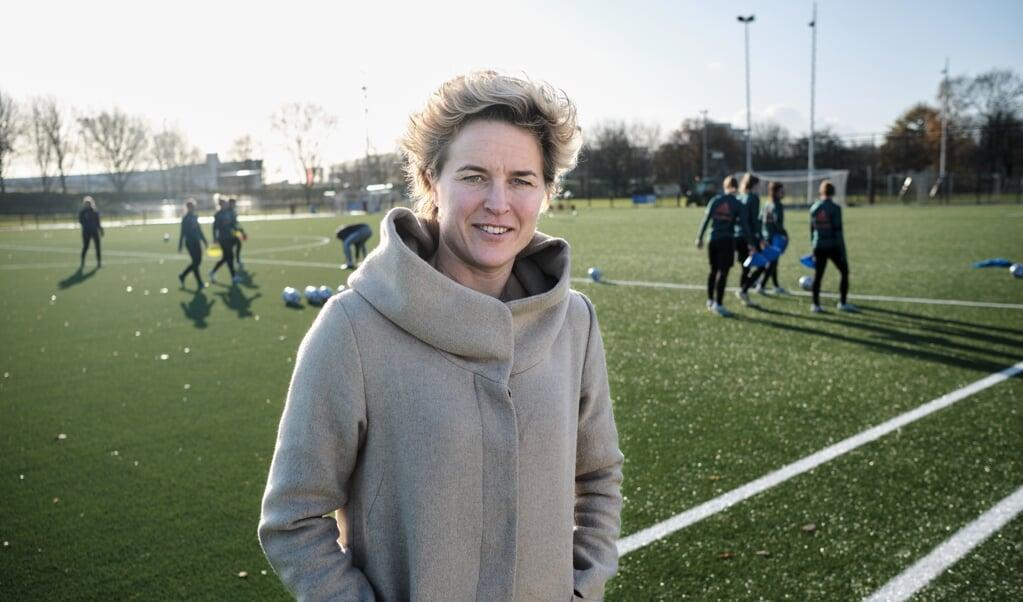 Daphne Koster: 'We willen hier een voetbalacademie beginnen waar ook talenten van andere clubs een paar keer per maand kunnen trainen.'  ( beeld Dick Vos)