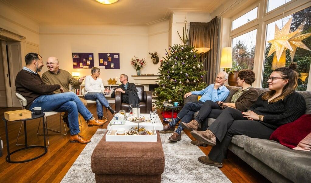 Levende Adventskalender in Hilversum. Vandaag is iedereen welkom bij de familie Streutker.   ( beeld Jeroen Jumelet)