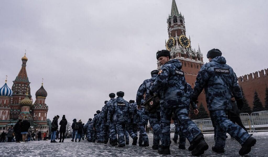 In Moskou waren maandag extra veiligheidstroepen op de been in reactie op de dreiging van een aanslag in Sint Petersburg.   ( beeld afp / Dimitar Dilkoff)
