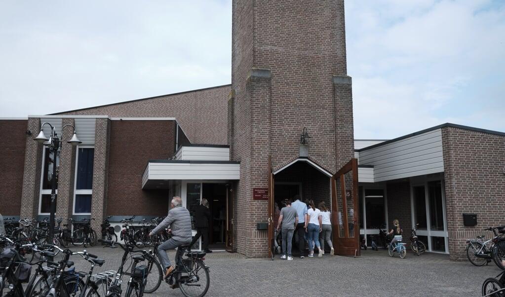 Een kerkdienst van de GKv waarin 22 nieuwe ambtsdragers worden ingezegend.  (beeld Dick Vos)