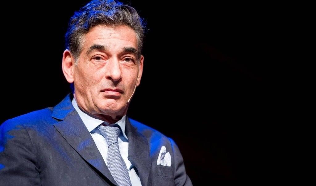 Advocaat Gerard Spong tijdens de theatervoorstelling Advocaat van de duivel in het DeLaMar Theater.  (beeld anp)