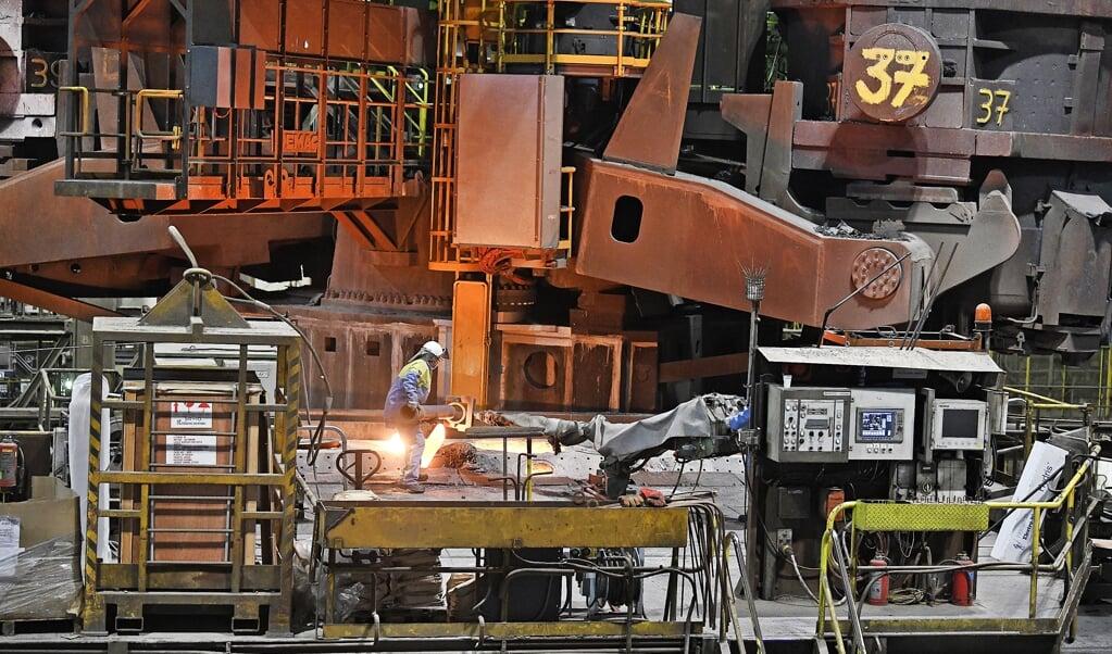 Tata Steel in IJmuiden zou in handen van SSAB een duurzamer profiel krijgen.  (beeld Guus Dubbelman)