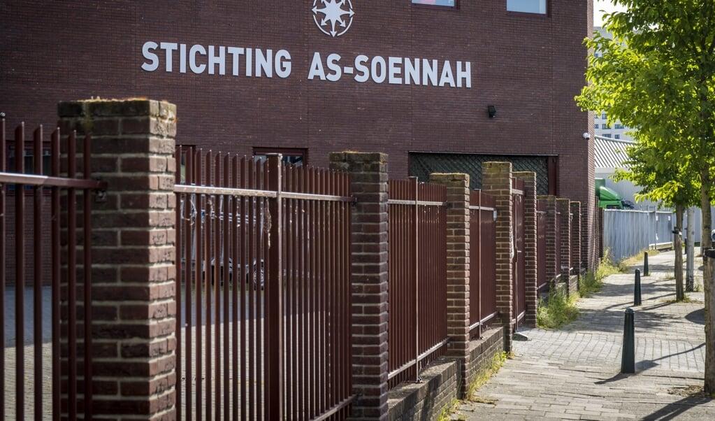 Exterieur van de As-Soennah-moskee, in Den Haag.  (beeld anp / Lex van Lieshout)