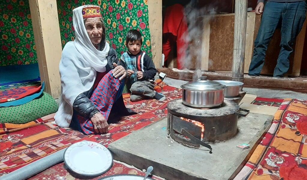 De vrouwen van Shimshal zijn de hoeders van de samenleving.  (beeld Wilma van der Maten)