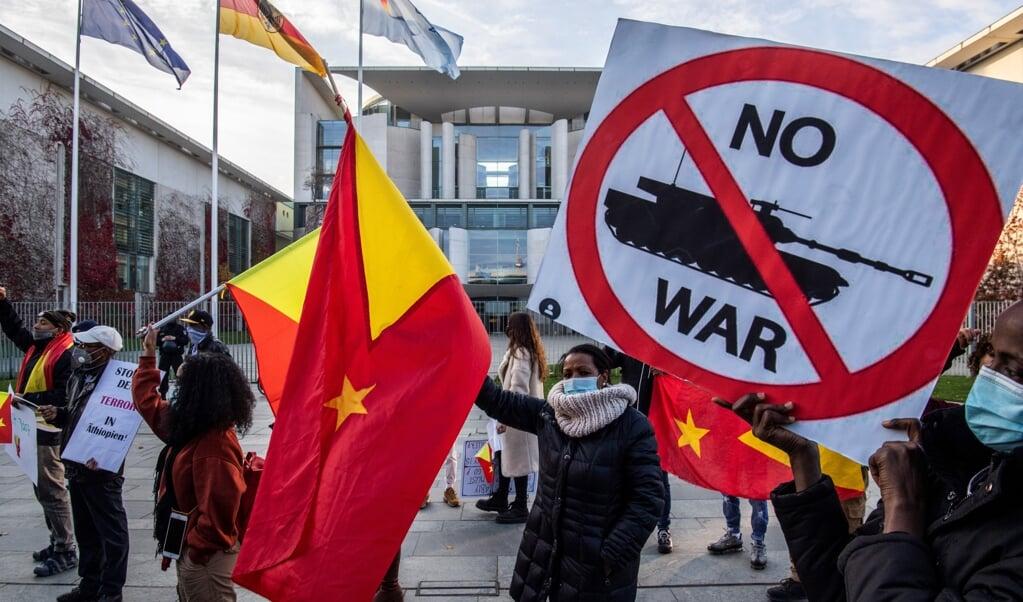 Sympathisanten van de Ethiopiërs in de provincie Tigray demonsteren in Berlijn voor vrede.  (beeld afp / John Macdougall)
