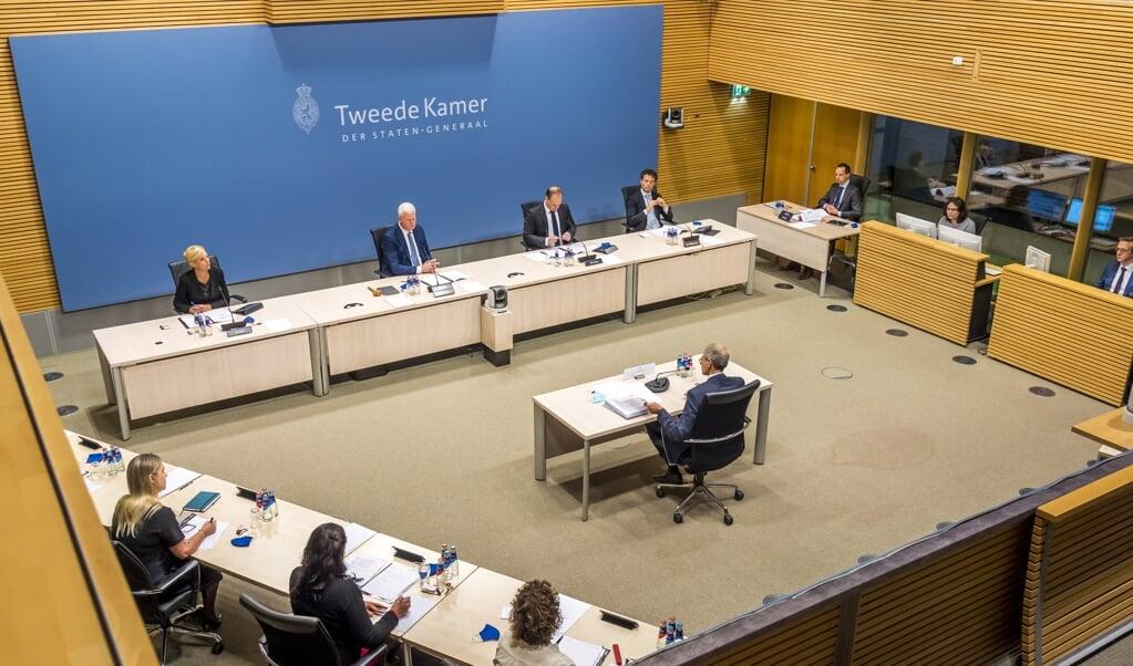 De parlementaire ondervragingscommissie Kinderopvangtoeslag hoort Jaap Uijlenbroek, directeur-generaal van de Belastingdienst in de periode 2017-2020.  (beeld anp / Lex van Lieshout)