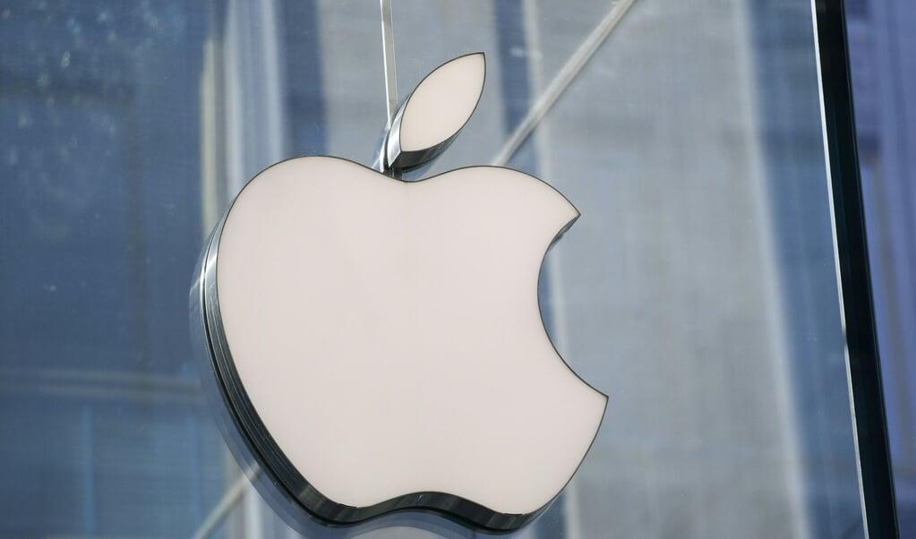 De logo's van Facebook en Apple.  (beeld afp / Miguel Medina)