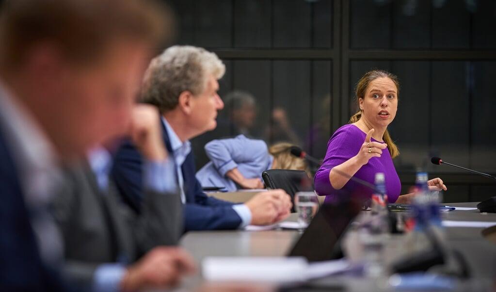Minister Carola Schouten tijdens een overleg in de Tweede Kamer. Voor steun aan haar stikstofwet stelden PvdA en GroenLinks te hoge eisen. Daarom ging ze koffiedrinken bij de SGP, 50PLUS en de SP.  (beeld anp / Phil Nijhuis)