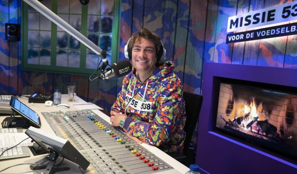 Frank Dane tijdens de officiële opening van Missie 538, waarmee Radio 538 aandacht vraagt voor de voedselbank.  (beeld anp / Jeroen Jumelet)