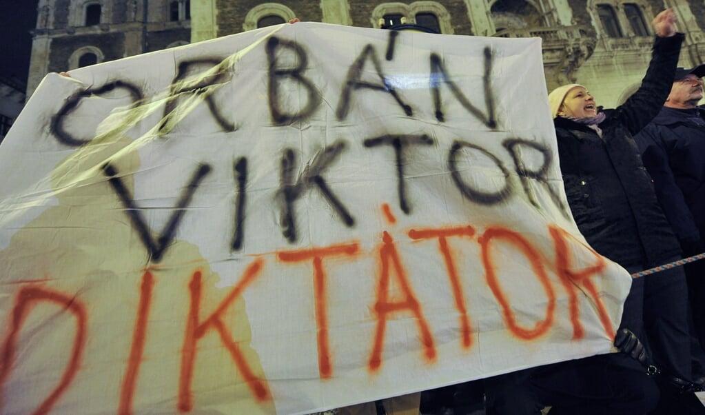 Critici betichten premier Viktor Orbán ervan dat hij coronapandemie als een dekmantel heeft gebruikt om de grondwet te wijzigen.  (afp)