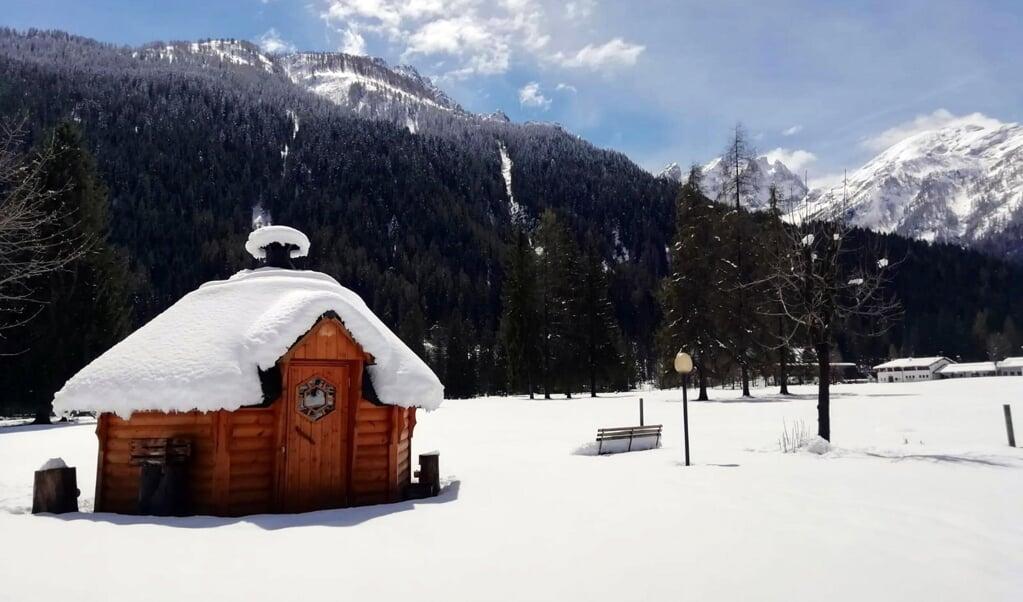 Veel sneeuw en nauwelijks toerisme in de Dolomieten deze week.  (beeld epa / Antonella Schena)