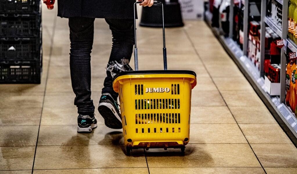 Edwin ten Brink, franchisenemer van een Jumbo in Alphen aan den Rijn, kreeg een prijs voor zijn inzet van het systeem en mocht zijn zaak de veiligste supermarkt van Nederland noemen. En toen kwam de commotie.  (beeld anp / Robin Utrecht)