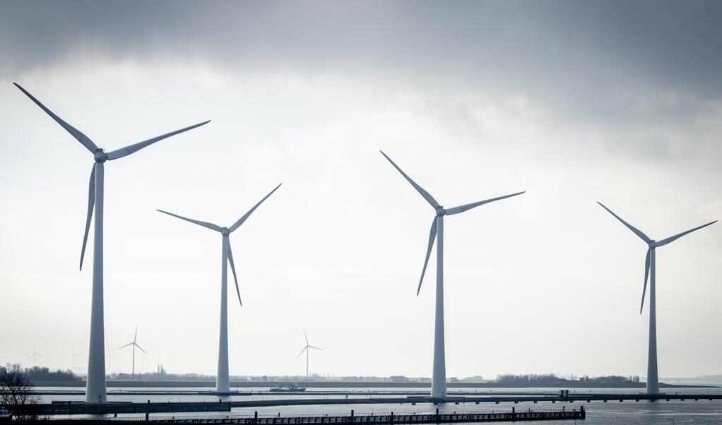 De windmolens van het windpark Krammer.  (beeld anp / sem van der wal)