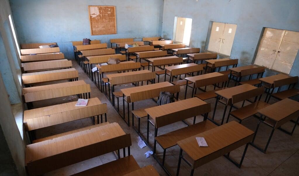 Een leeg klaslokaal in de school die dit weekend werd overvallen. Als reactie heeft de regering alle overheidsscholen gesloten in de provincie Katsina.   (beeld AFP)