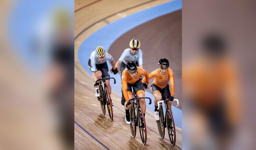 2020-02-29 17:31:30 BERLIJN - Kirtsen Wild en Amy Pieters in actie tijdens de Madison op de vierde dag van de wereldkampioenschappen baanwielrennen. ANP KOEN VAN WEEL  (beeld anp / Koen van Weel)