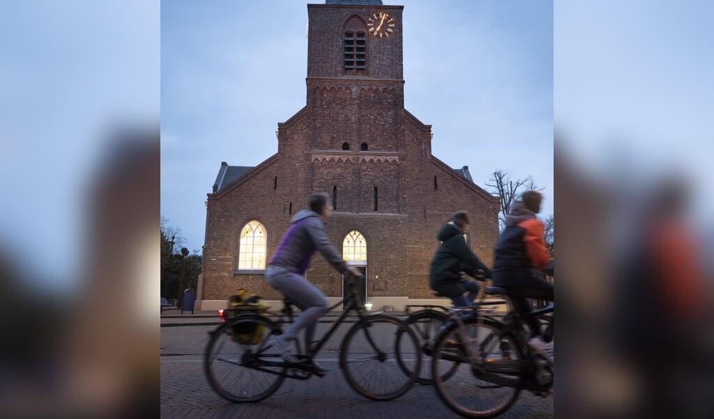 De klokken van de Sint-Alexanderkerk in Bennekom werden woensdagavond geluid.  (beeld Niek Stam)