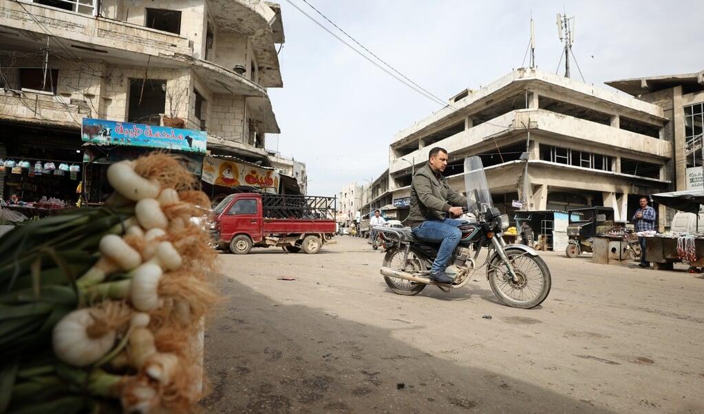 Na maanden van oorlogsgeweld is het even rustig in de straten van Idlib, waar vrijdag een wapenstilstand inging.   (beeld  )