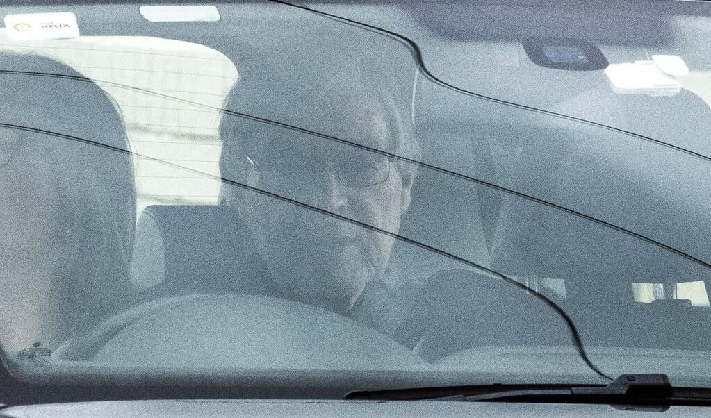 Kardinaal George Pell verlaat als vrij man de Barwongevangenis in de buurt van Melbourne nadat hij door de Hoge Raad is vrijgesproken van seksueel misbruik.  (beeld epa / James Ross)