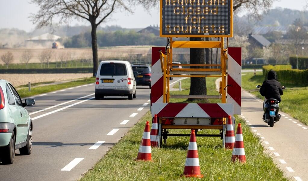 Tijdens Pasen was Zuid-Limburg dicht voor toeristen. Op deze manier groeit de economische schade van het coronavirus. Luisteren we te eenzijdig naar virologen?  (beeld anp / Jean-Pierre Geusens)