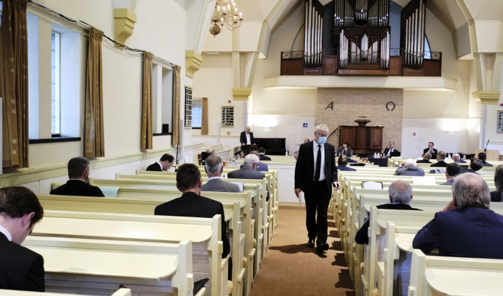 De vergadering van de landelijke synode CGK in de Dorpskerk in Nunspeet, 29 september 2020. Volgend jaar zal de generale synode een besluit nemen over de vrouw in het ambt.  (beeld Dick Vos)