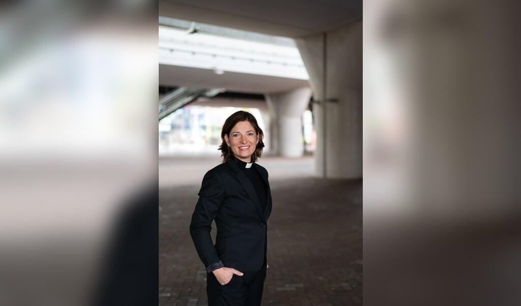 Rosaliene Israël: 'Waar vinden mensen in Amsterdam hoop? Die vraag is de rode draad van de serie.'  (beeld Marloes van Doorn)