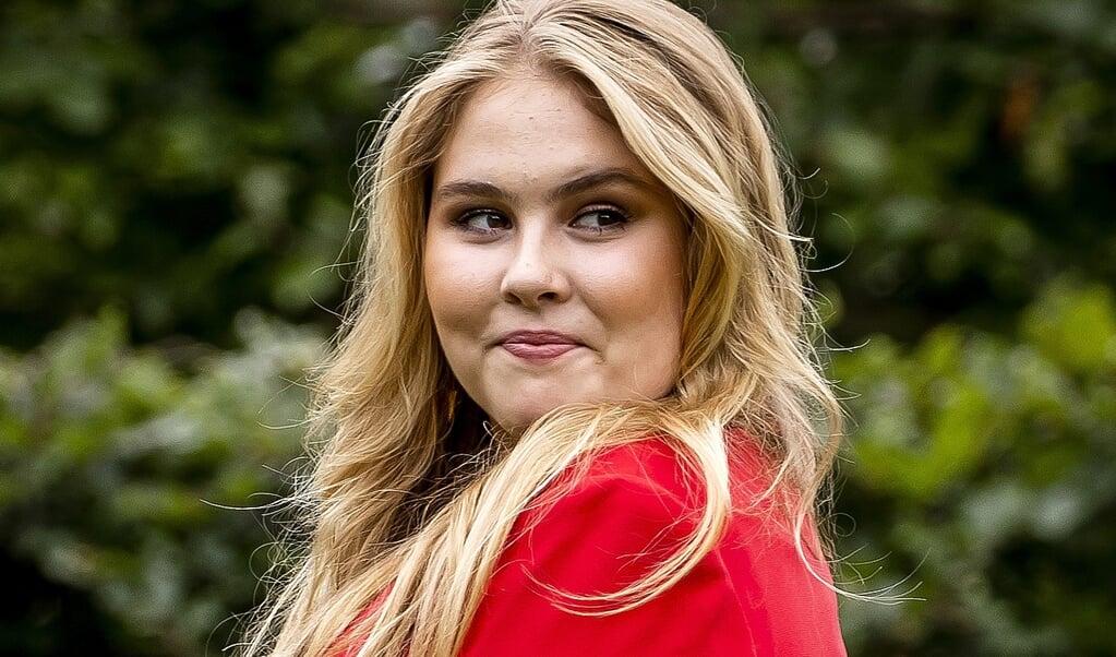 Prinses Amalia tijdens de zomerfotosessie bij Paleis Huis ten Bosch, 16 juli 2021.  (beeld anp / Remko de Waal)