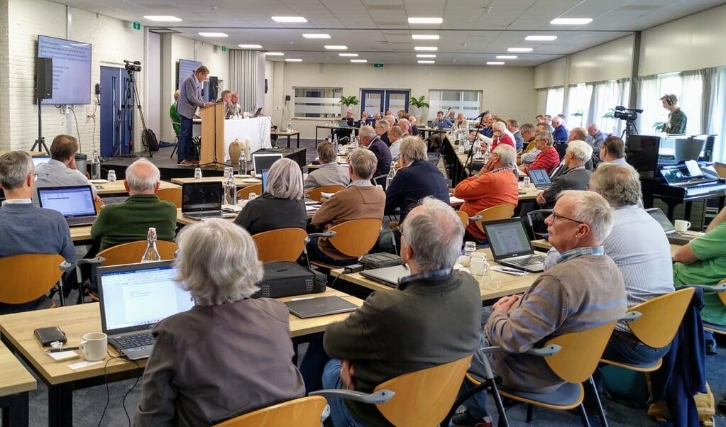 De gezamenlijke synode/landelijke vergadering van vrijgemaakt- en Nederlands-gereformeerden, vrijdag in conferentieoord Mennorode in Elspeet.  (beeld nd)