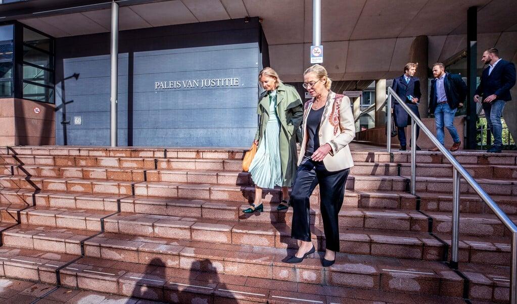 Sigrid Kaag verlaat het Paleis van Justitie in Den Haag.  (beeld Raymond Rutting)