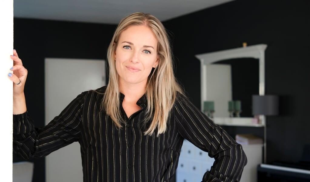 Zangeres Eline Bakker: 'We zouden wat matelozer in de liefde mogen zijn en iets meer matigen in het ventileren van onze mening.'  (beeld Dick Vos)