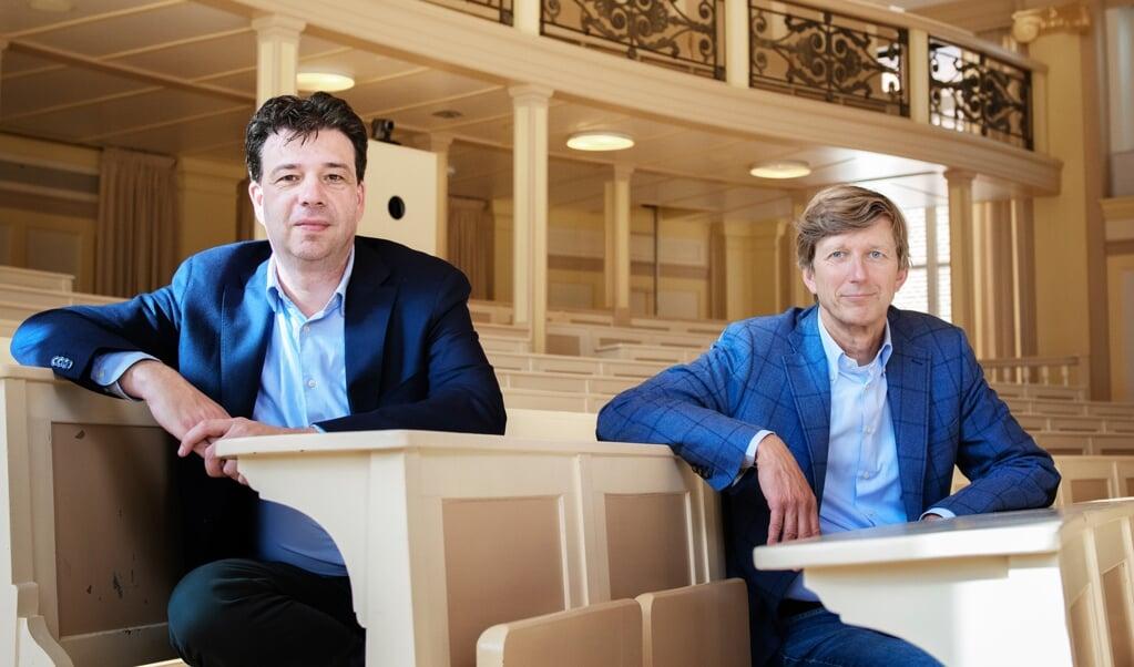 Jan van de Streek en Jan Vleggeert (rechts) willen de mentaliteit van fiscaal juristen veranderen.  (beeld Kiki Groot)