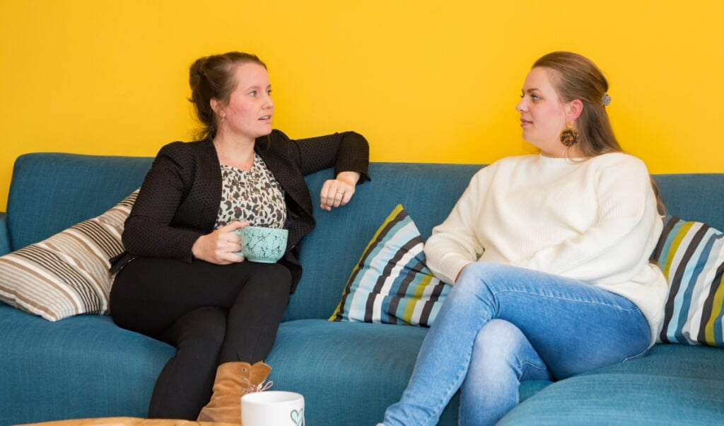 Lotte Engel en Sandra Wolters zijn lotgenoten in hun medische zoektocht om zwanger te worden. Hierdoor werden ze ook hechte vriendinnen.  (beeld Hans-Lukas Zuurman)