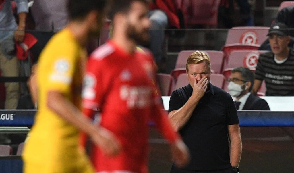 Ronald Koeman afgelopen woensdag tijdens de wedstrijd tegen Benfica.  (beeld afp / Patricia de Melo Moreira)