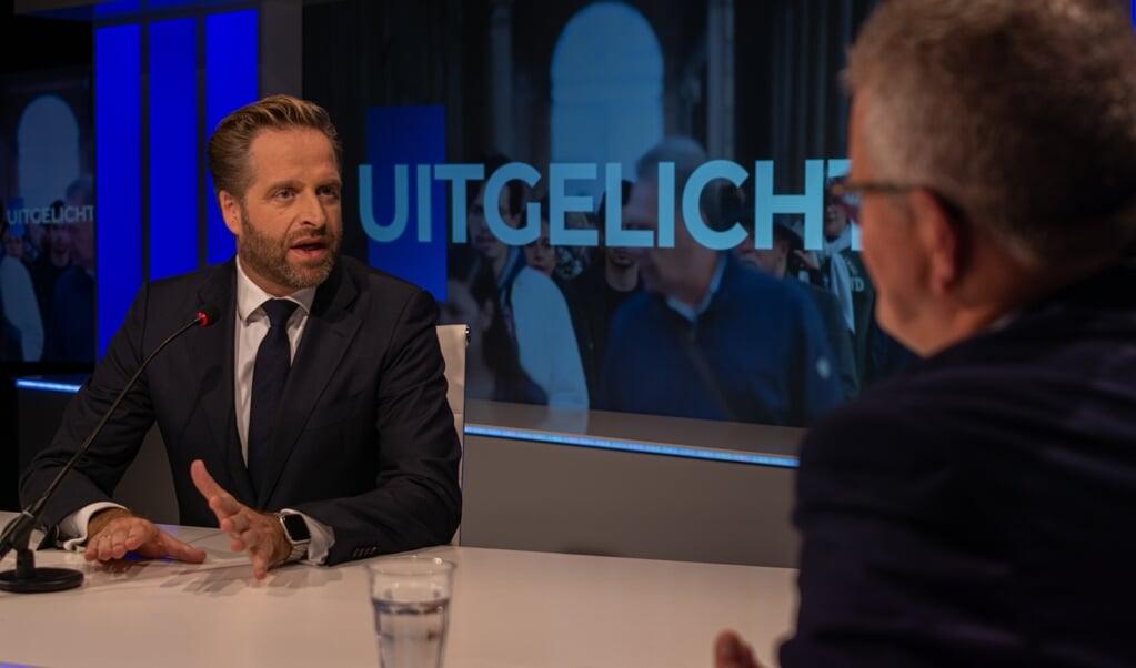 Minister Hugo de Jonge: 'Laten we niet doen of mensen die gelovig zijn en bidden, niet geraakt kunnen worden door dit virus.'  (beeld family7)