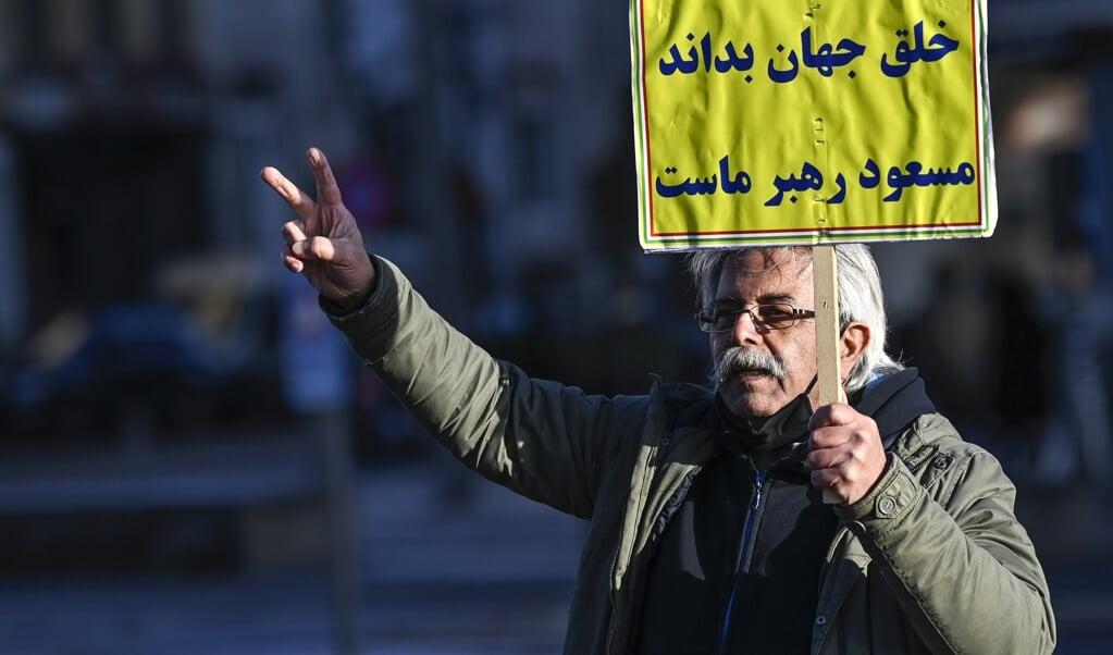 Een Iraanse demonstrant.  (beeld afp / Dirk Waem)