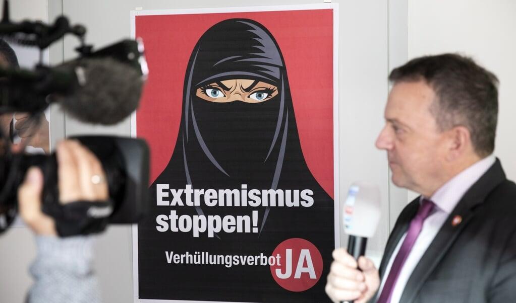 Walter Wobmann, parlementslid en initiatiefnemer van het referendum voor een niqabverbod.  (beeld epa / Peter Klaunzer)