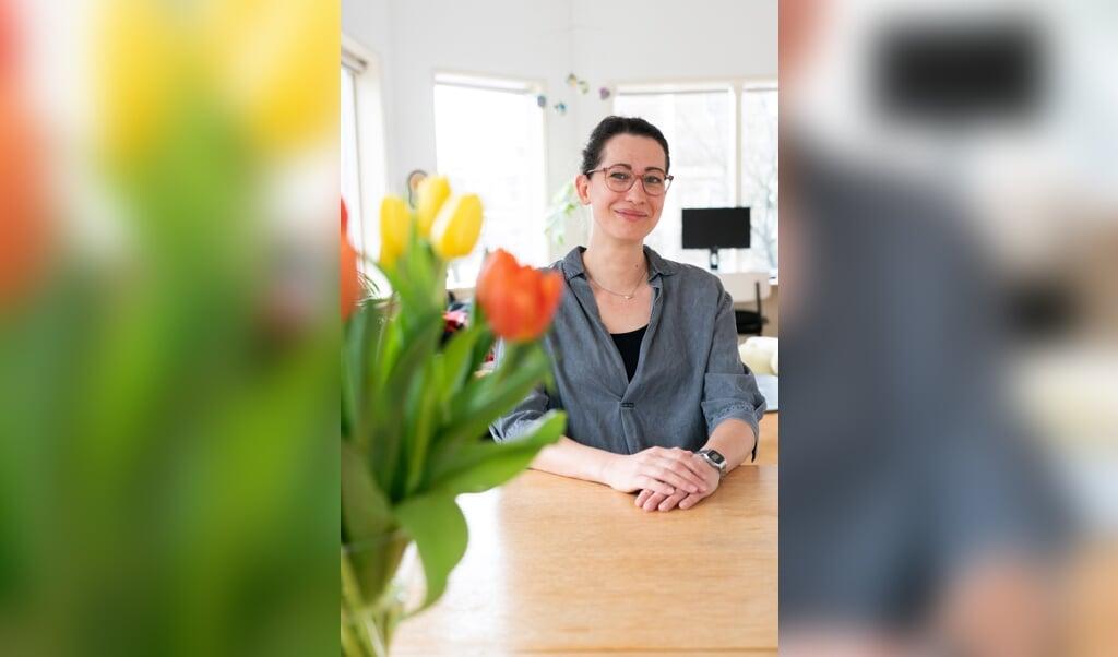 Katia Begall: 'Over een heel leven genomen verdienen vrouwen gemiddeld 40 procent minder dan mannen.'  (beeld Jeroen Jumelet)