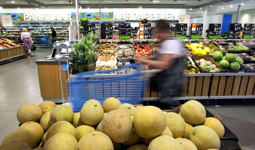 Op de fruitafdeling van Albert Heijn komen duurzame verszakjes.   (beeld anp / Nils van Houts)