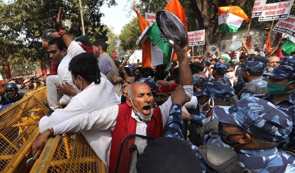 Protesten tegen landbouwhervormingen in New Delhi. Mag je daar iets van vinden als je niet meer in India woont?  (beeld epa / Rajat Gupta)